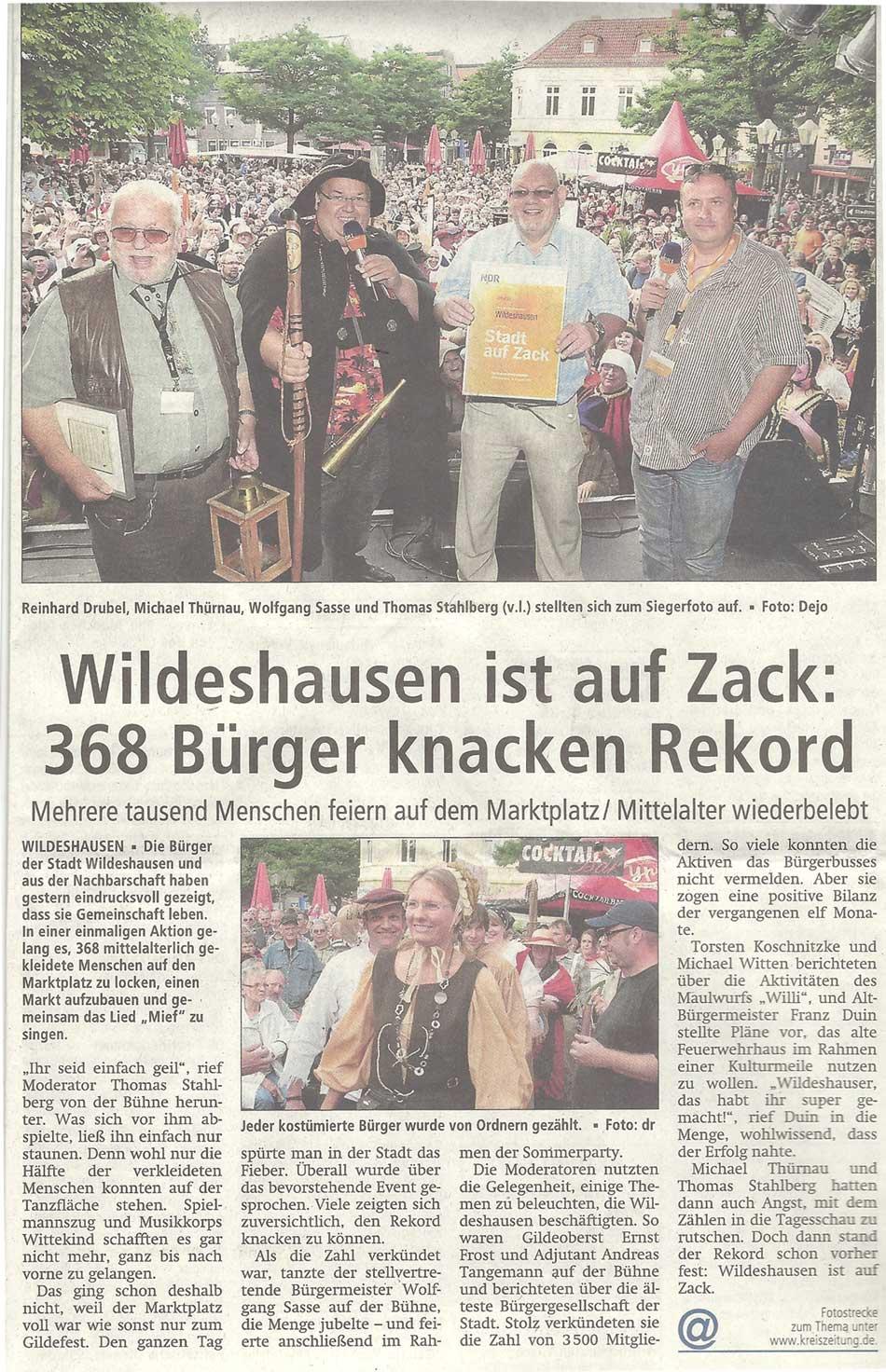 Wildeshausen ist auf Zack: 368 Bürger knacken RekordMehrere tausend Menschen feiern auf dem Marktplatz / Mittelalter wiederbelebtArtikel vom 10.08.2012 (WZ)